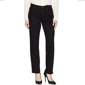 Lee Women's Petite Relaxed Fit Straight Leg Jeans